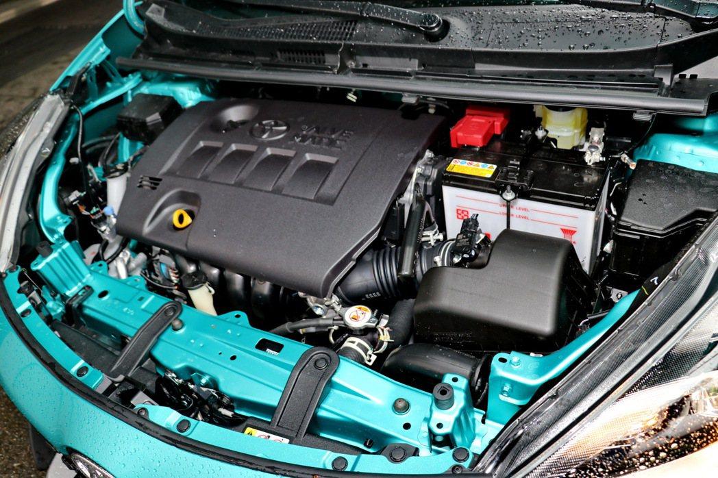 長途駕駛前,務必打開引擎蓋檢查。 記者陳威任/攝影