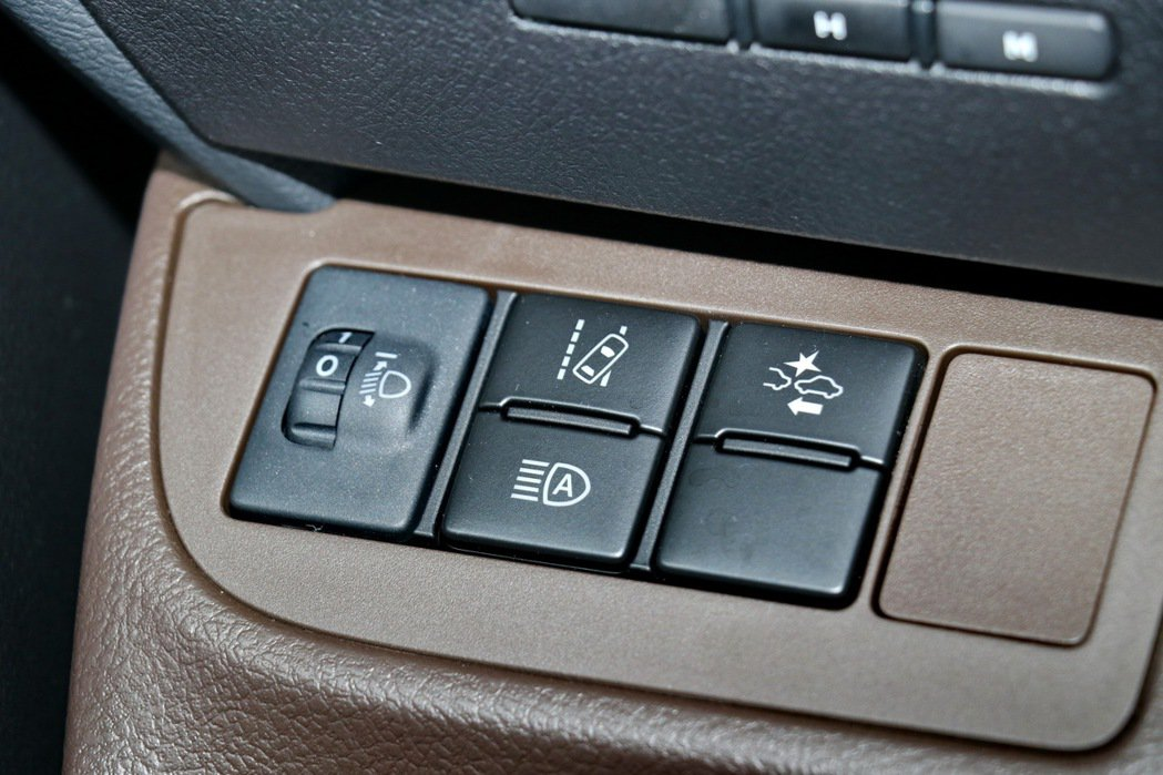 SIENTA1.5升經典+等級以上均標配TSS(Toyota Safety Se...