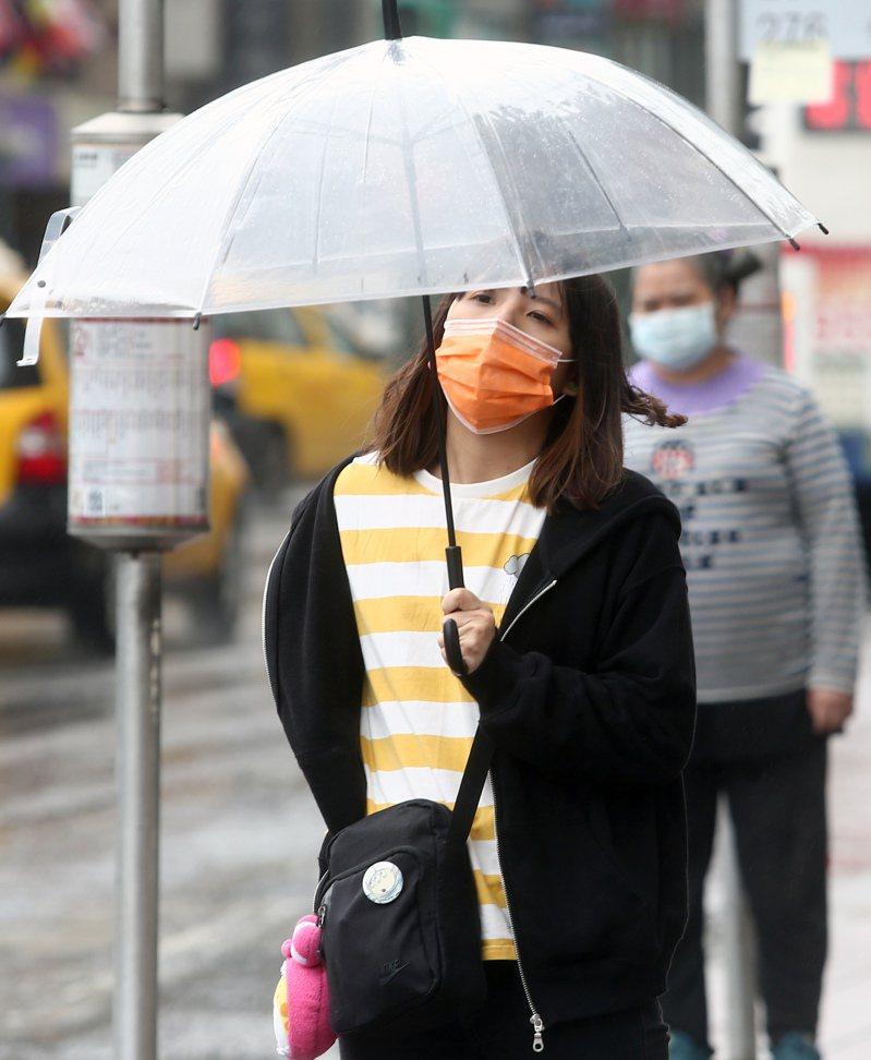 中央氣象局指出,今天基隆北海岸、東半部地區及大台北山區有局部較大雨勢發生機率。記者蘇健忠攝影/報系資料照