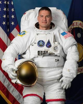 根據NASA資料,林其兒生於台灣台北市,於2009年獲選為太空人,他曾在太空中待了141天,兩度執行太空漫步,即艙外活動。 圖擷自NASA官網