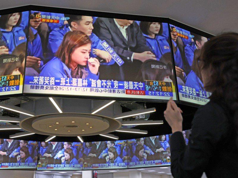 12月12日凌晨零點。中天新聞關台,但中天早已提前部署網路平台。記者陳柏亨/攝影
