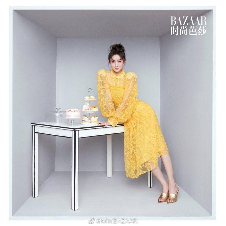 大陸女星袁冰妍拍攝大陸版「Harper's Bazaar」雜誌時,身穿...