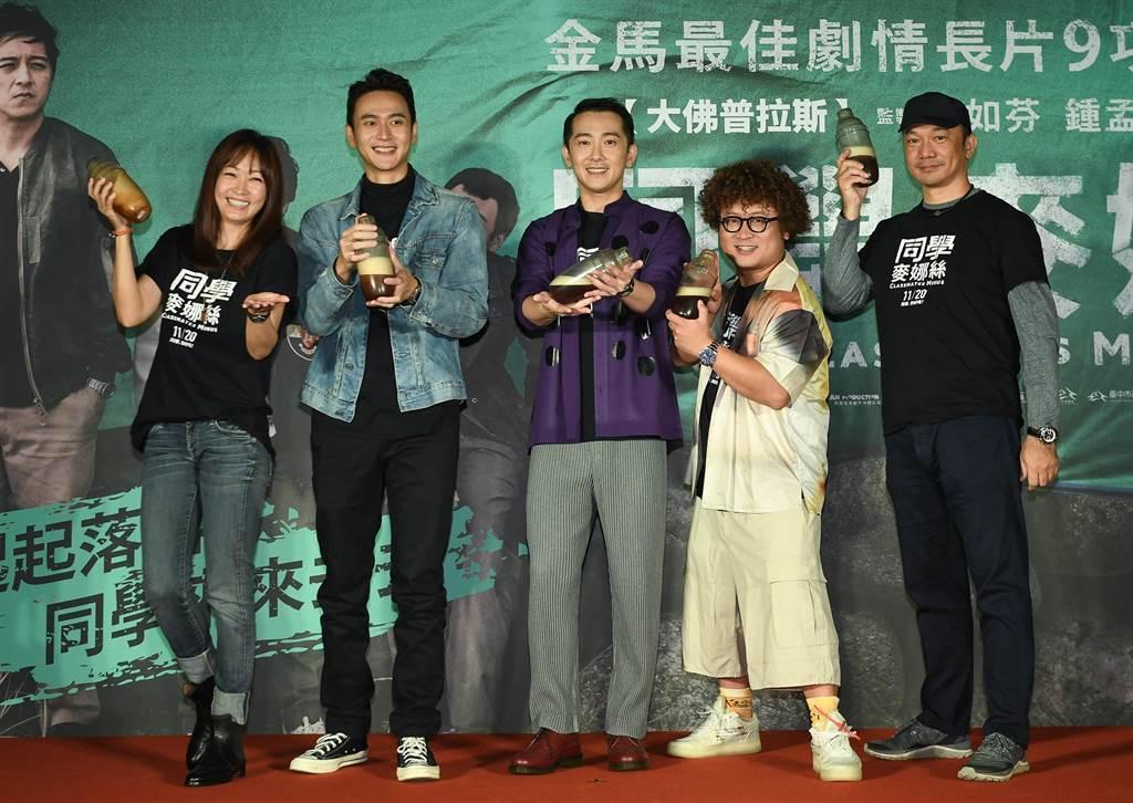 潘慧如(左起)、劉冠廷、施名帥、納豆以及導演黃信堯出席「同學麥娜絲」4千萬慶功活