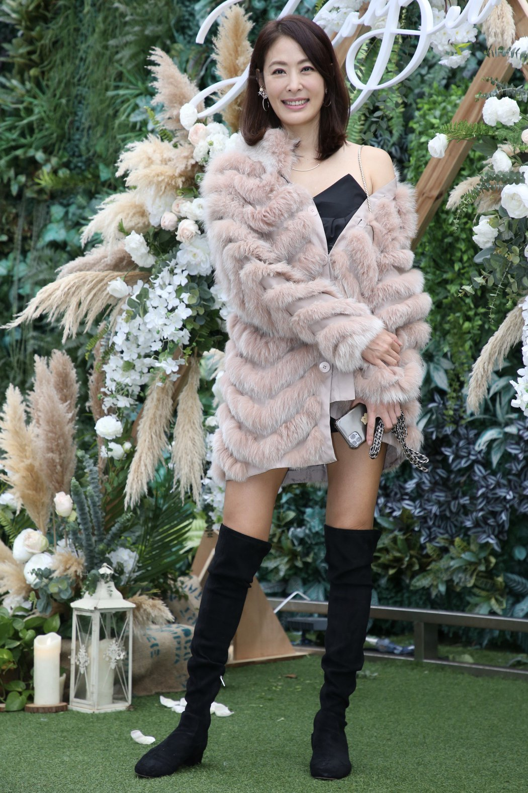 賈永婕負責打理雙孟的婚紗。記者林俊良/攝影