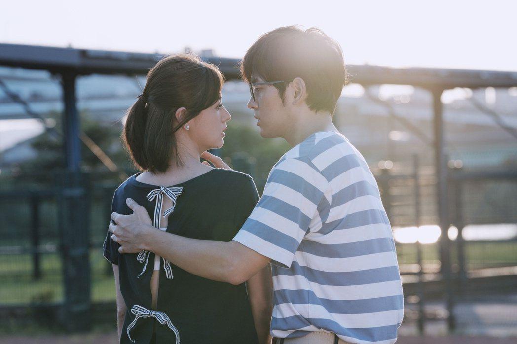 宥勝、林予晞在「戒指流浪記」劇中一場棒球場求婚戲浪漫唯美。圖/HBO Asia提...