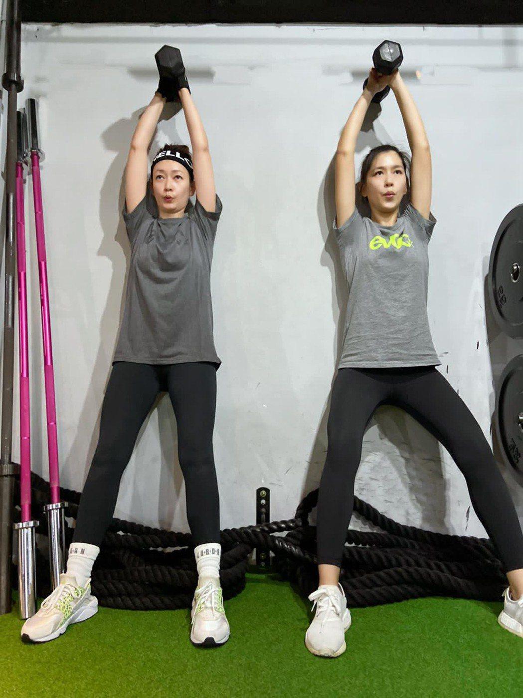 潘慧如(左)、張家慧投入健身計劃。圖/小宇宙娛樂提供