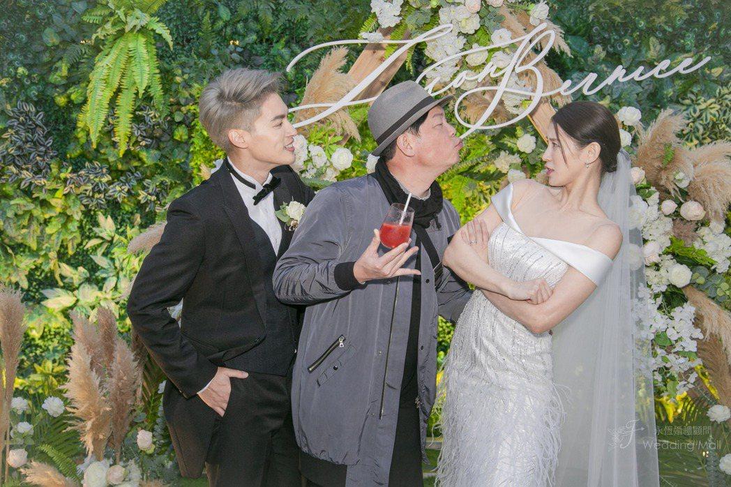 曾國城作勢強吻新娘。圖/永恆婚顧提供