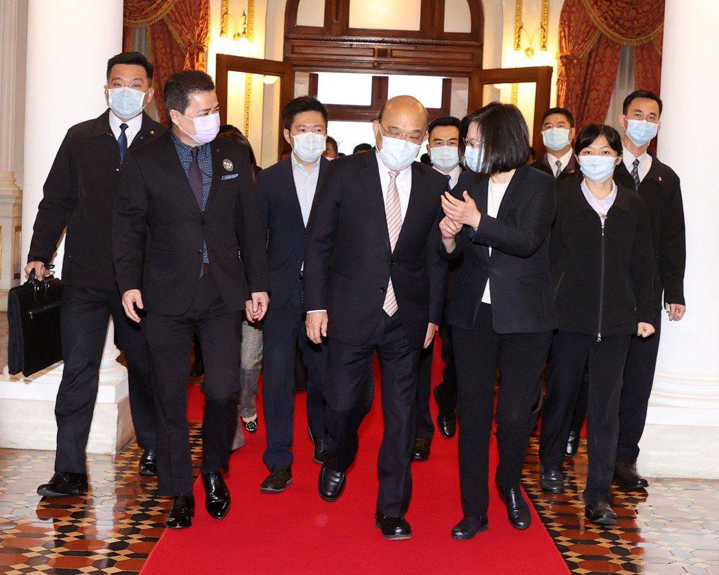 總統蔡英文和閣揆蘇貞昌一早準時現身。圖/三立提供