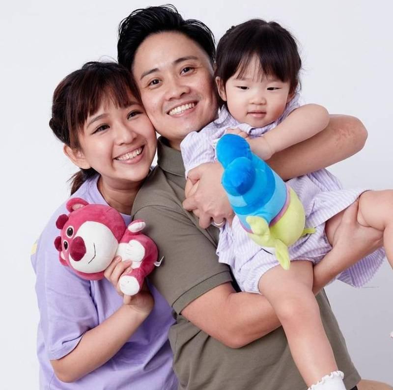 劉欣宜(左)和音樂人陳子敏(中)婚後育有一女。。圖/摘自IG