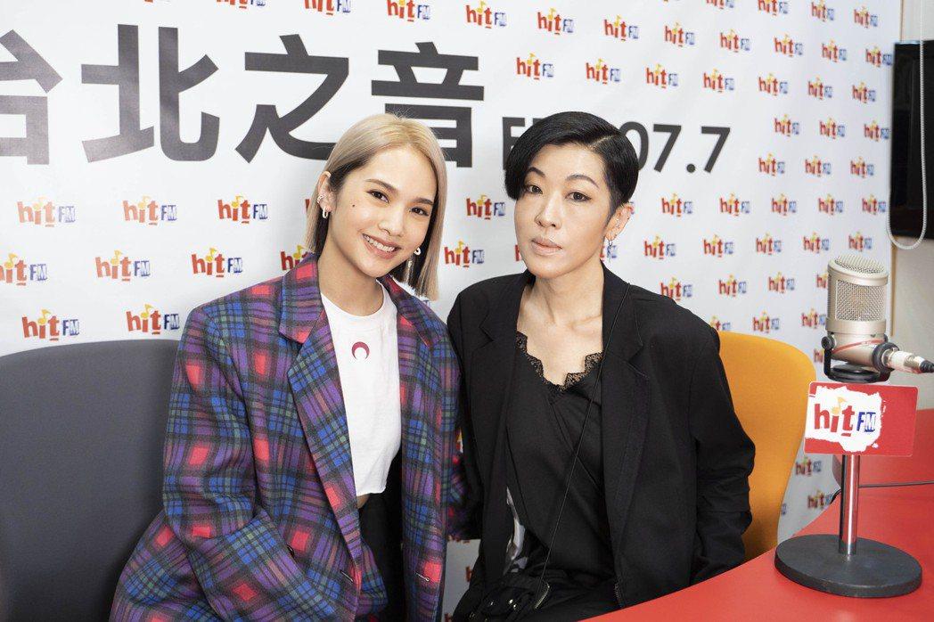 楊丞琳(左)回歸DJ身分,先怨陳珊妮愛造謠。圖/Hit Fm聯播網提供