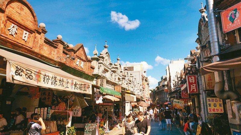 大溪老街是熱門觀光景點。記者鄭國樑/攝影