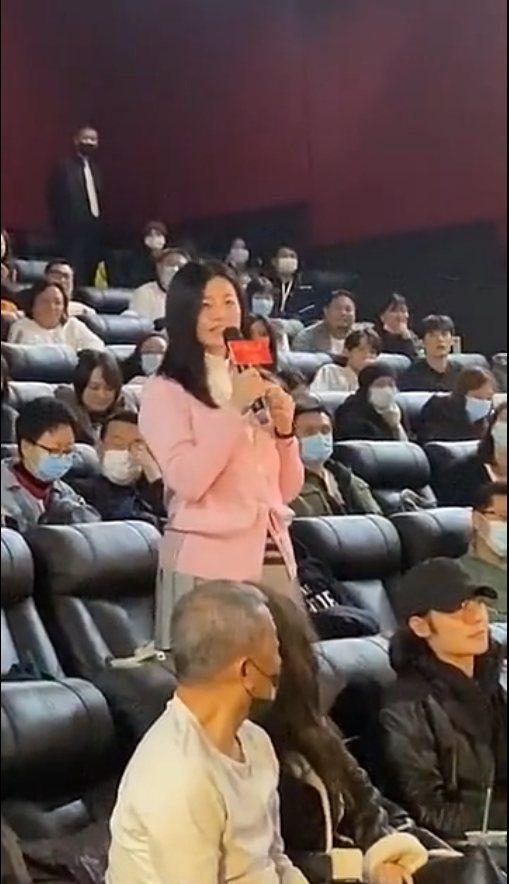 陳妍希低調參加一場電影首映活動,被拍到身形、臉蛋都很圓潤。 圖/擷自微博
