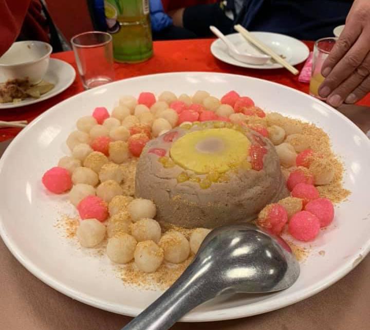 網友初次見到有八寶芋泥的炸湯圓。圖擷自facebook