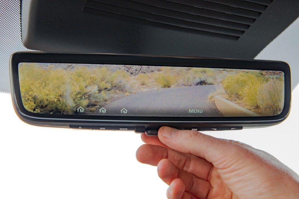 室內後視鏡升級為9.4 吋高解析度螢幕。 圖/Nissan提供