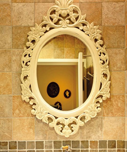 皂垢清潔劑+鏡子專用鑽石海綿,就可以清除鏡子上的汙垢。 圖/摘自《日日小掃除,舒...