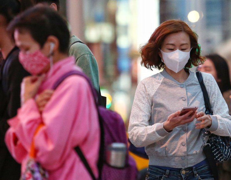 東北季風挾帶中國霾害南下,西半部空品惡化。本報資料照片