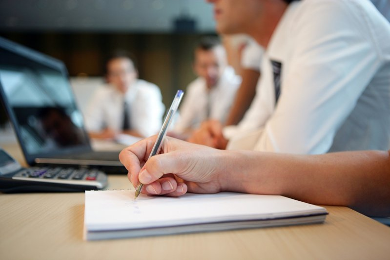 疫情期間,工作面的活動頗多轉移到線上,像是小組會議、跟老闆交談,甚至面試謀求一份新工作。示意圖/ingimage