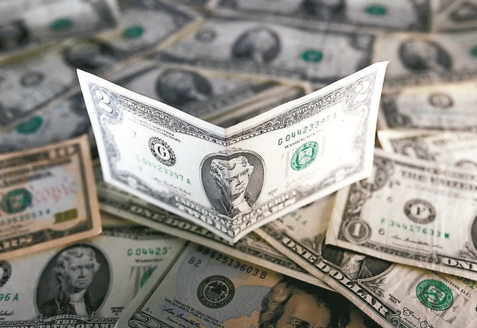 金管會今(27)日公布,壽險業2021年截至2月底,外幣保單保費收入折合新台幣約...