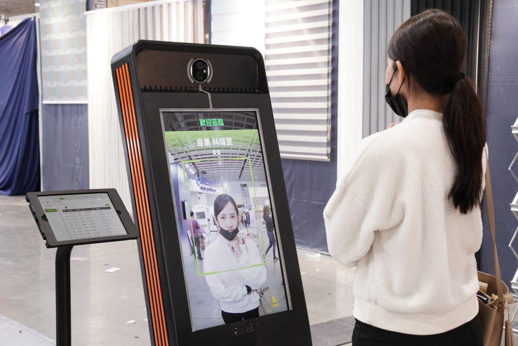 宏碁AI智能移動式感測報到系統,讓住戶管理更方便安全。 宏碁/提供