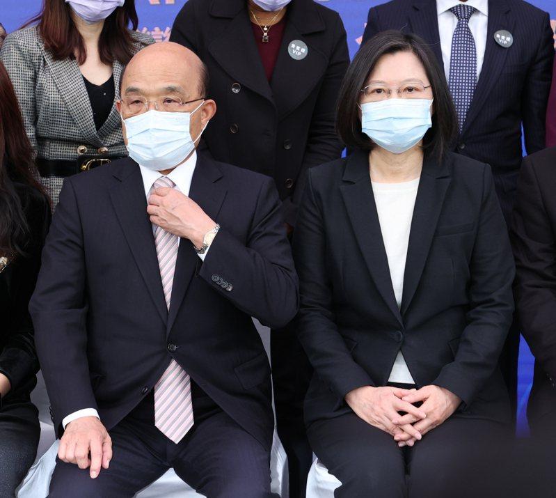 總統蔡英文(右)、行政院長蘇貞昌(左)最近常把「尊重」二字掛在嘴上。 記者葉信菉/攝影