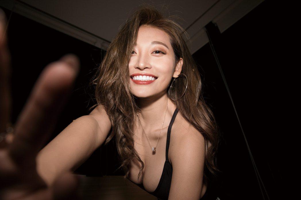 祈錦鈅推出2021性感寫真年曆。圖/ShaShin提供