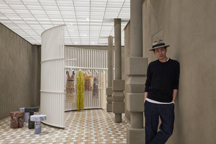 Self-Portrait店鋪裝潢以圓弧和曲線打造出簡潔的空間感。圖/Self-...