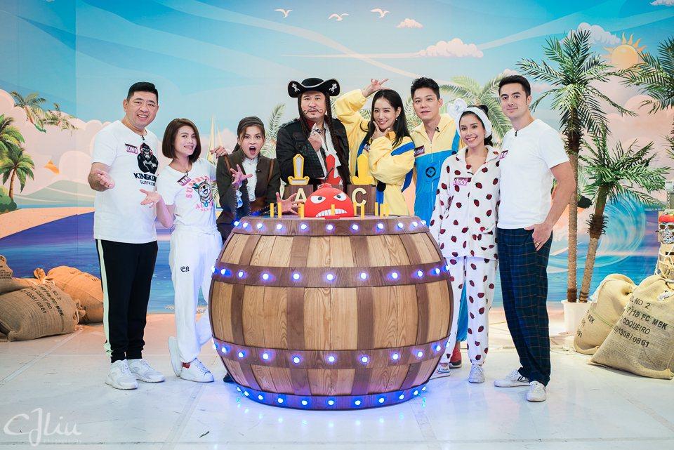 衛視「歡樂智多星 決戰海盜桶」改版首集邀來3組夫妻來賓。圖/衛視提供