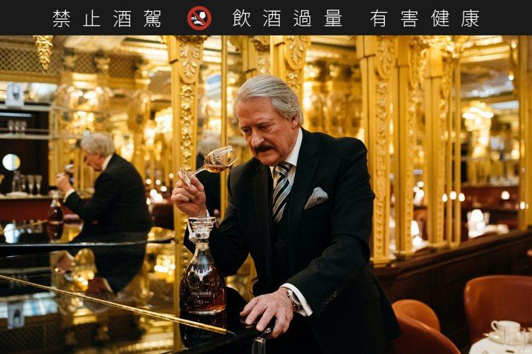大摩首席釀酒師理查・派特森與大摩51年。圖/尚格酒業提供。提醒您:禁止酒駕 飲酒...