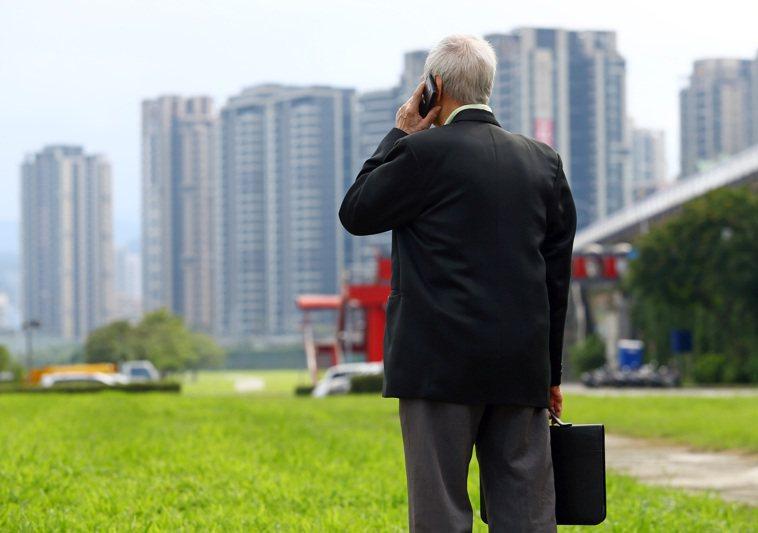 非典型退休時代來臨,由於人類平均壽命延長,是否退休的觀念與制度隨著年齡而改變,許...