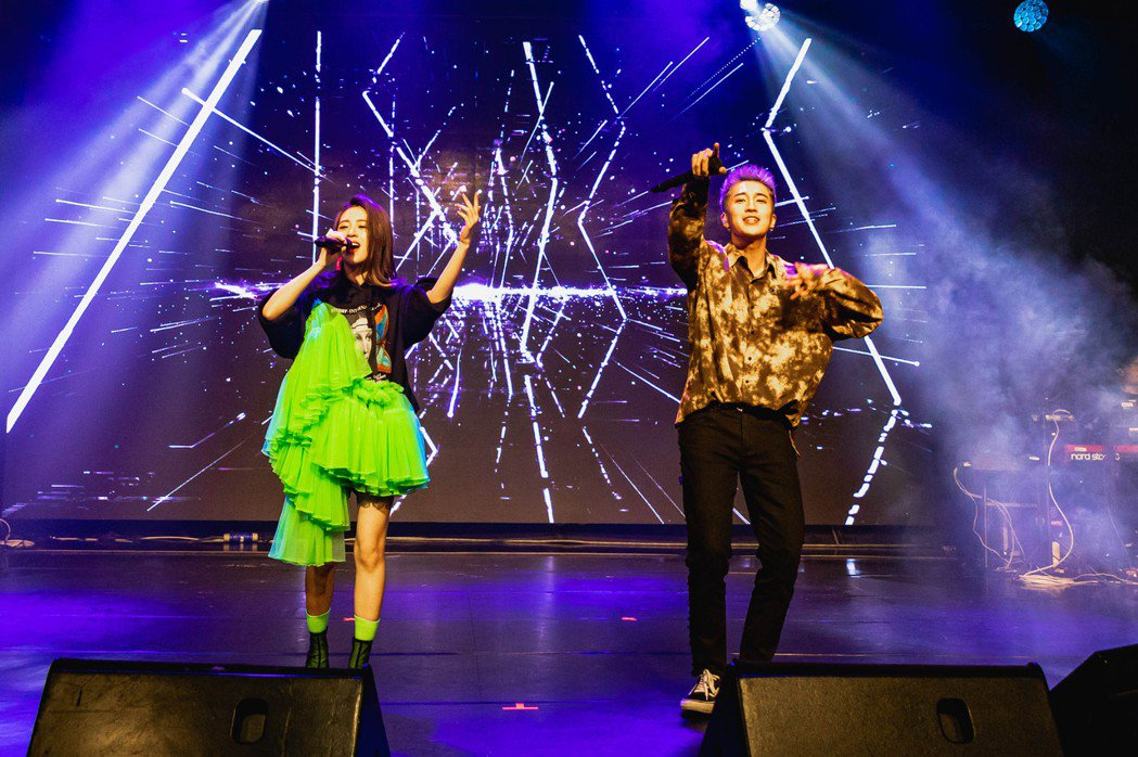 張語噥(左)邀來婁峻碩擔任嘉賓。圖/上城娛樂提供