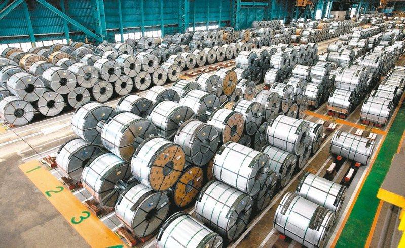 鋼價屢屢上漲,吸引中鴻近一個月來三大法人大買超過4萬張,成為「籌碼沈澱股」的代表指標之一。(本報系資料庫)
