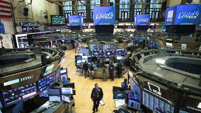 儘管疫情重創全球經濟,全球股市仍勇往直前,連比特幣也改寫新高,因為人們相信Fed...