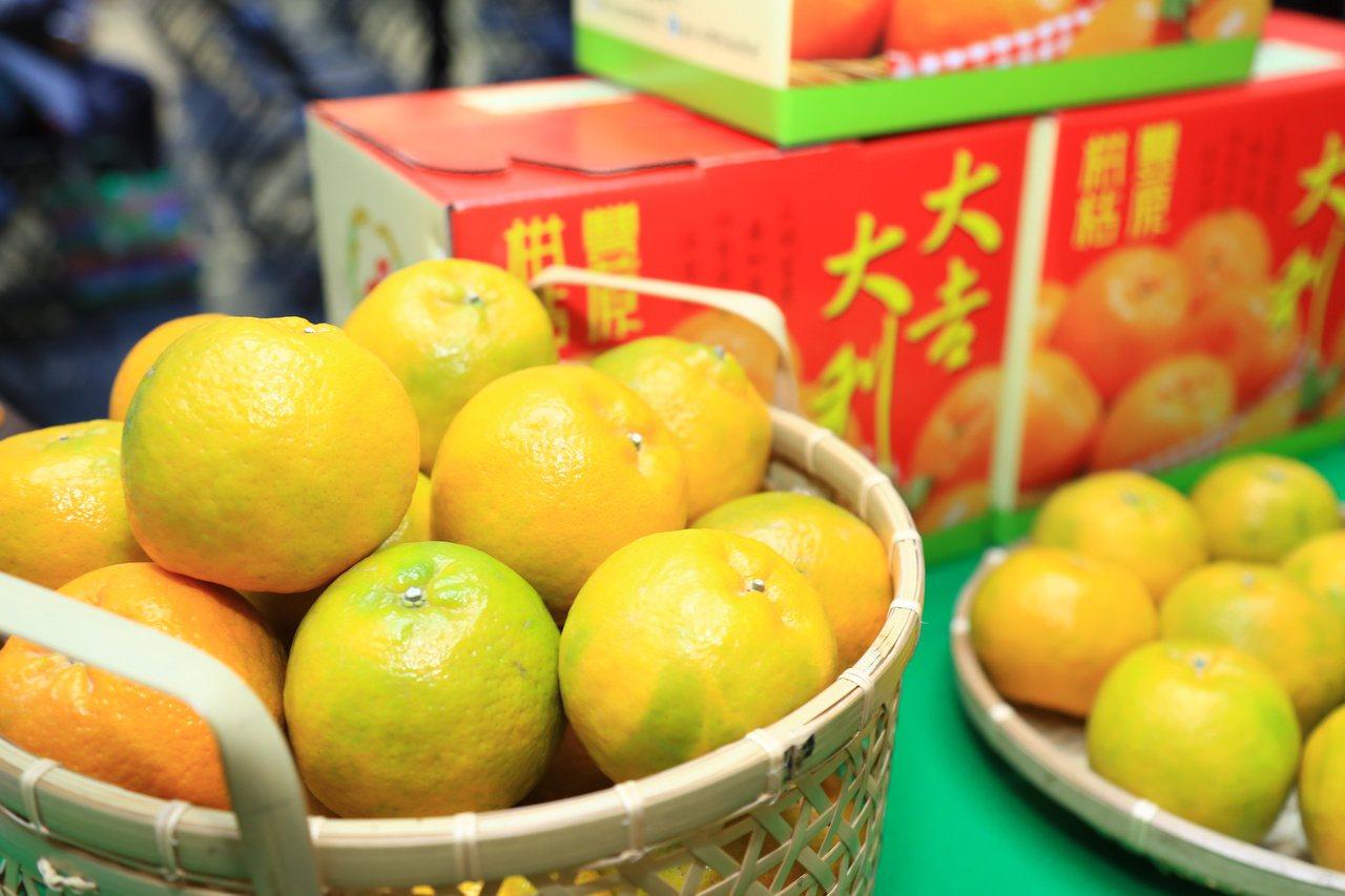 滋味酸甜的椪柑,富含多種維他命,還有礦物質、胡蘿蔔素等營養成份,是冬季常見又受歡...