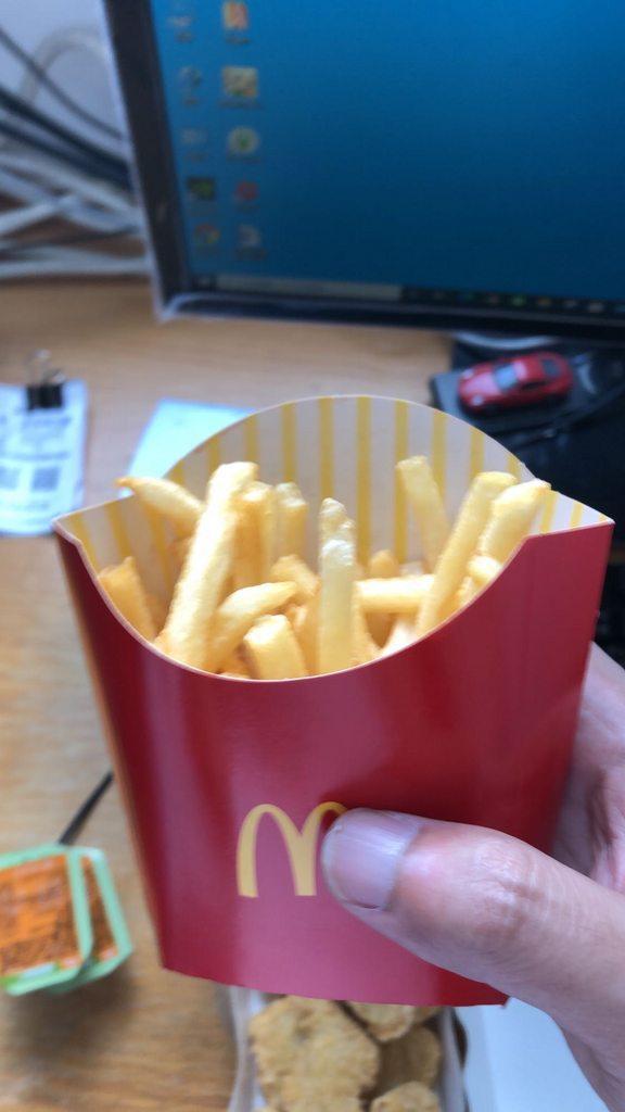 該名網友發文詢問自己所外帶的中薯是否份量太少?圖/取自《Dcard》