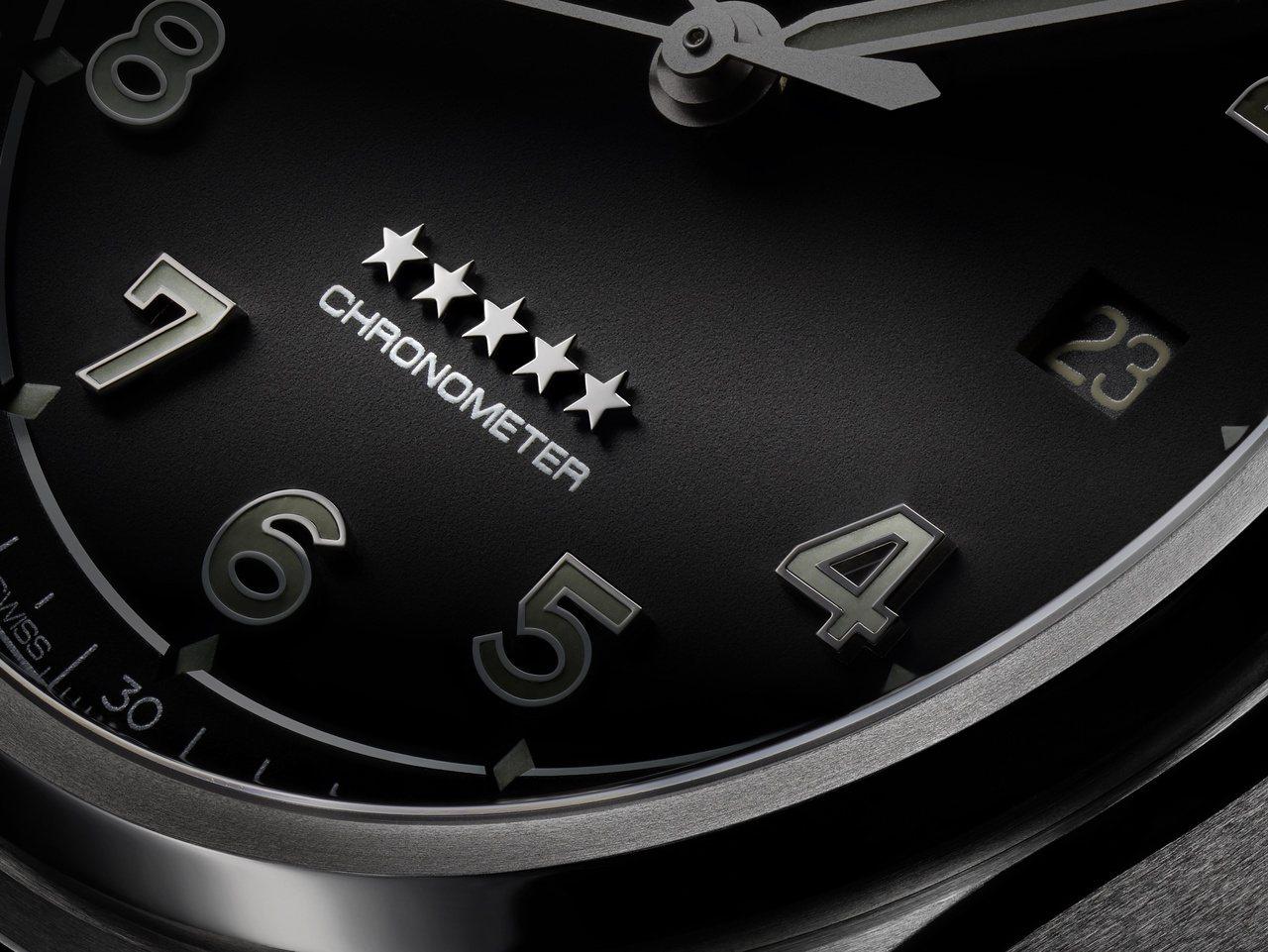 具有Chronometer字樣的表面,顯示通過瑞士天文認證的精準可靠。 圖 / ...