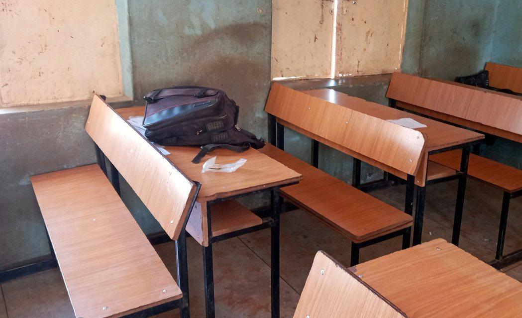 奈及利亞西北的卡齊納州,一批「來路不明的飛車土匪」趁夜包圍了地方知名的男子寄宿學...