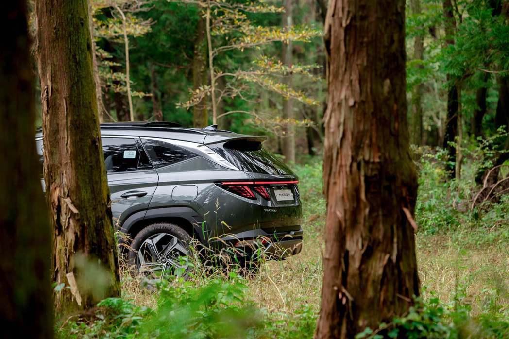 Hyundai在今年九月中正式揭曉全新第四代Tucson,前衛的外觀設計令人想忘...