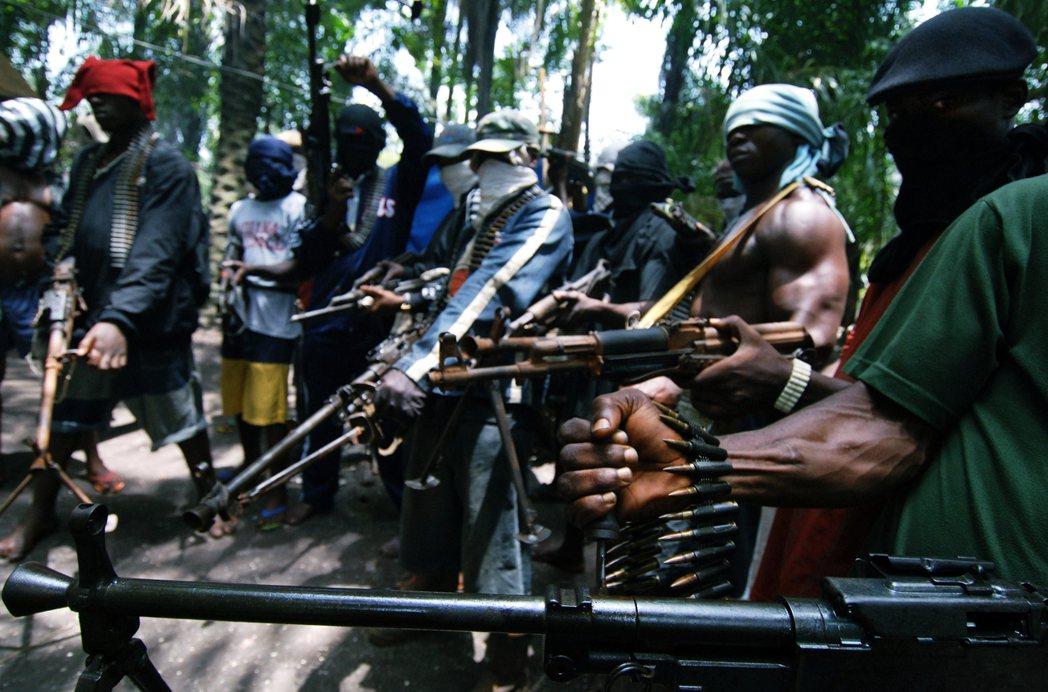 圖為示意圖,為尼日河三角洲常出現的「盜賊民兵團」。 圖/歐新社