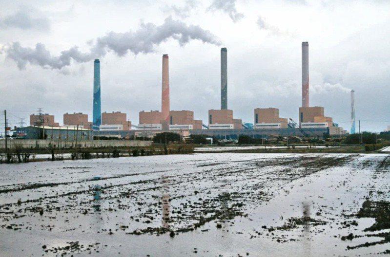 圖為台中火力發電廠。聯合報資料照片
