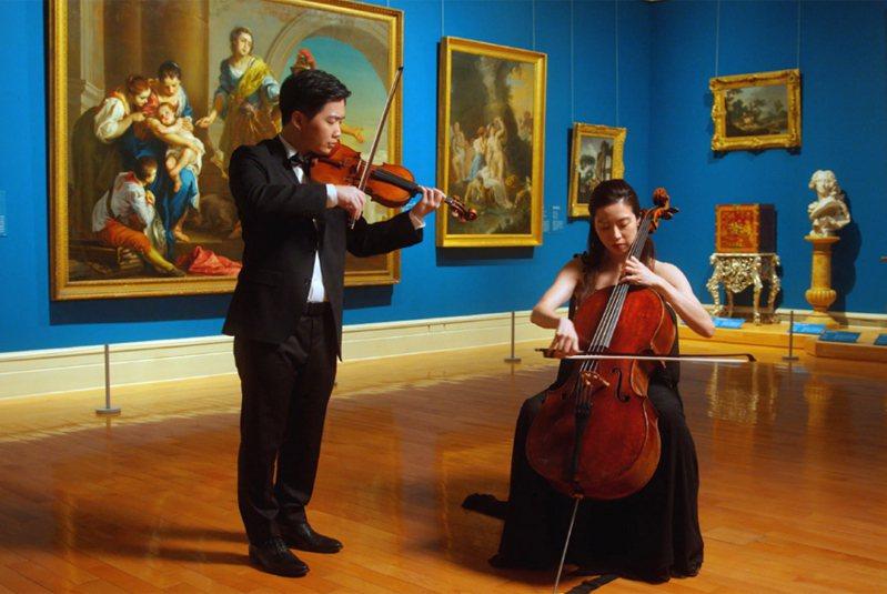 奇美博物館獲美國大都會博物館邀請參與「世界提琴日」(World Violin Day)線上提琴活動,出動館藏名琴在展廳拍攝表演影片,與全球民眾分享美好琴音。(奇美博物館提供)中央社