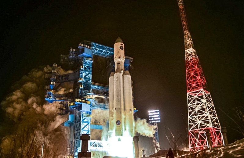 俄罗斯成功发射新型安加拉(Angara)A5重型运载火箭,是安加拉火箭系列睽违6年再次成功升空。 美联社(photo:UDN)