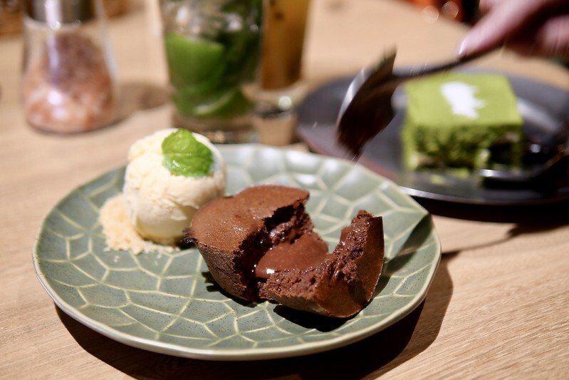 熔岩巧克力蛋糕佐香草冰淇淋