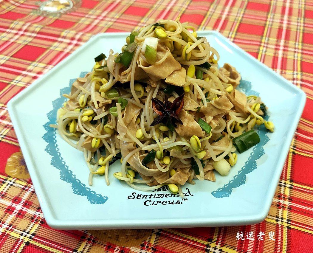 眷村佳餚,不僅美味可口,而且下飯, 當年的生活背景,選擇沒有現在那麼多, 簡簡單單的料理手法,雖不精緻, 卻是自己最熟悉的味道, 也是最平凡不過的滋味。