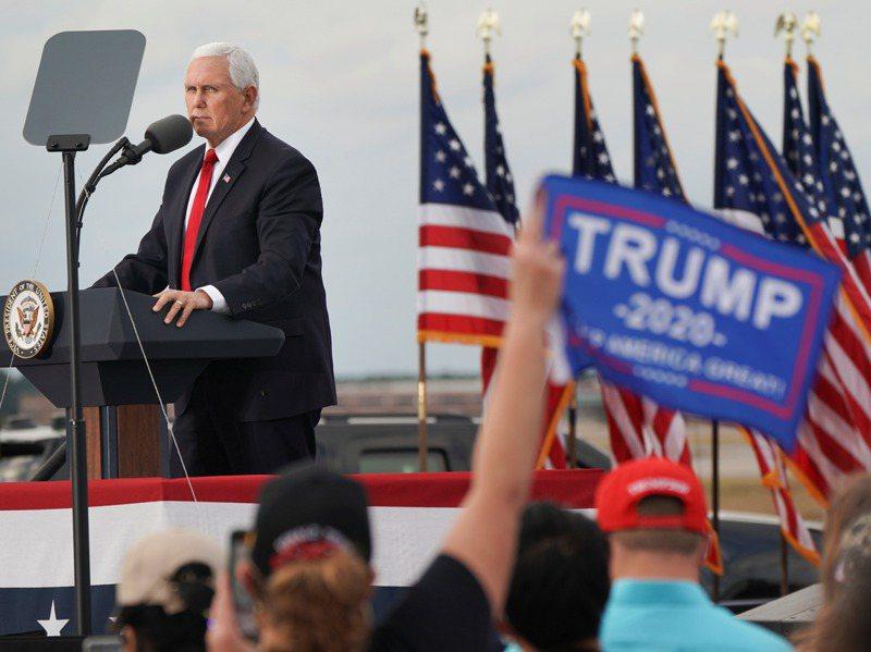 潘斯4日為參加喬治亞州共和黨參議員決選的共和黨現任參議員普度站台。路透