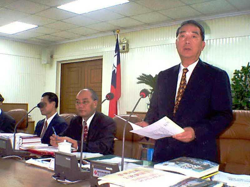 台灣省長宋楚瑜主持精省前最後一次的省政會議議程,按照常例聽取各廳處首長的報告,完成最後一次省政會議。圖/聯合報系資料照片