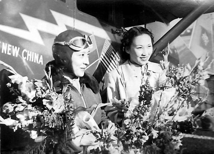 李霞卿(右)、顏雅清(左)在美國受訪,宣傳抗戰救國。圖/取自網路