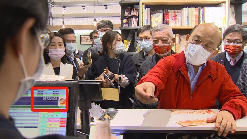 行政院長蘇貞昌昨天用三倍券買漫畫卻被發現打行政院統編。記者莊昭文/攝影