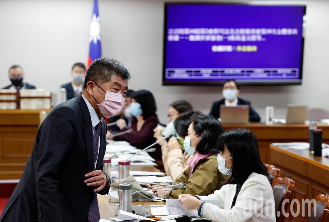 衛福部長陳時中(左)上午前往立法院司法及法制委員會報告。記者鄭超文/攝影