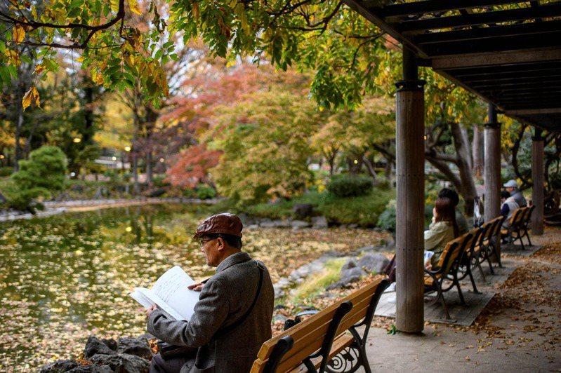 2020年日本65歲以上長者已達3617萬人,是1973年的4.4倍。法新社