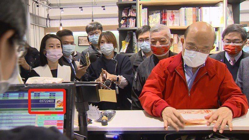 行政院長蘇貞昌用三倍券買漫畫卻被發現打行政院統編。記者莊昭文/攝影